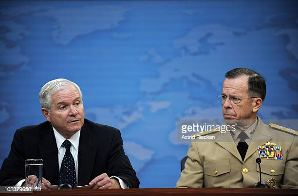 S Secretary of Defense Robert M Gates and Chairman Joint Chiefs of Staff Adm Mike Mullen conduct a press briefing on the replacement of US Gen...