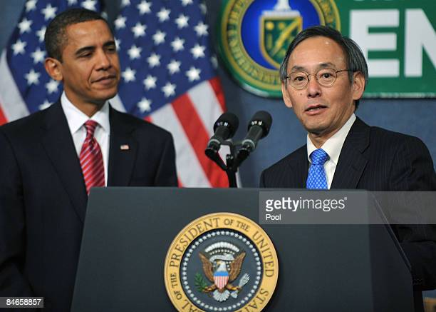 S Secretary of Energy Dr Steven Chu introduces US President Barack Obama to employees at the United States Department of Energy February 5 2009 in...