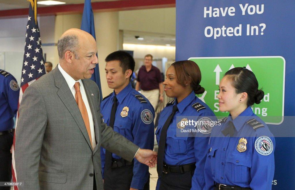 Homeland Security Chief Jeh Johnson Tours Tsa Security Operation