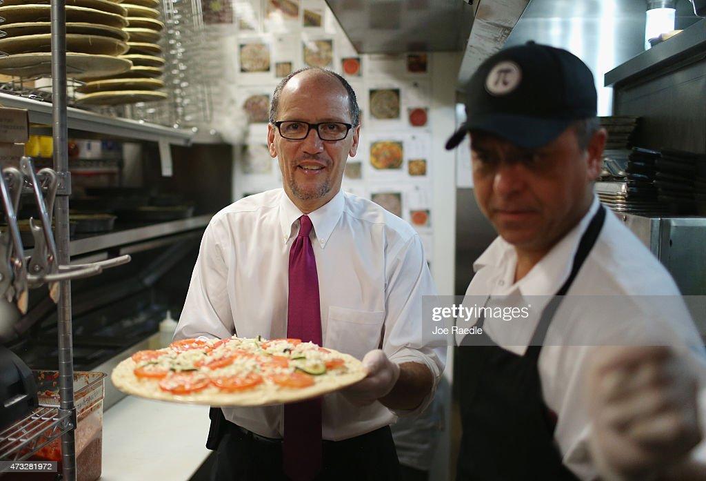 us secretary of labor thomas e perez l makes a pizza with the