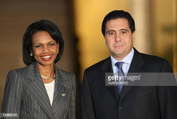 Secretary of State Condoleezza Rice and Panamanian president Martin Torrijos smile as they pose for a picture during a welcoming ceremony at Las...