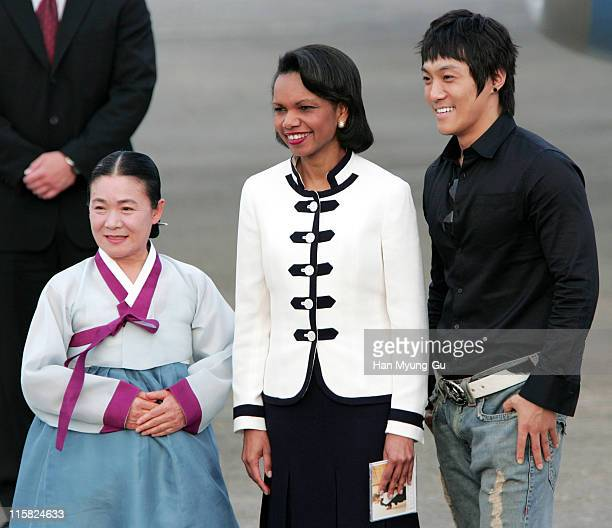 Secretary of State Condoleezza Rice is greeted by pop singer KCM and folk singer Ahn Sook-sun on her arrival at Seoul Airport in Gyeonggi Province 12...