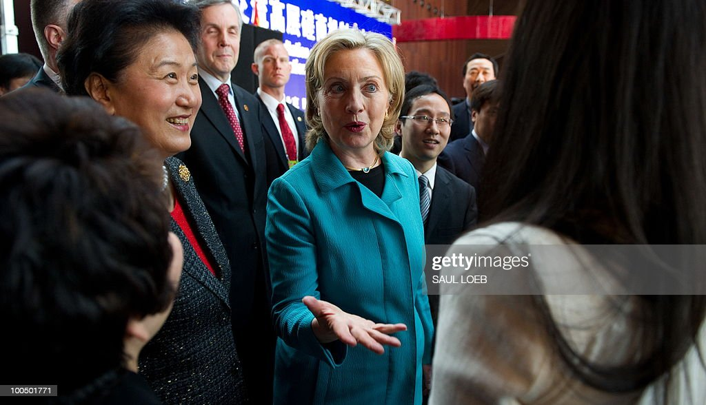 US Secretary of State Hillary Clinton (C) and Chinese State Councilor Liu Yandong (L) greet guests at the National Center for the Performing Arts in Beijing, May 25, 2010. AFP PHOTO / POOL / Saul LOEB