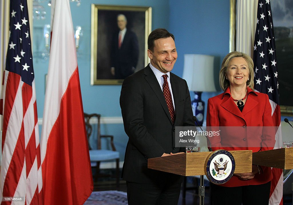 Clinton Meets With Polish Foreign Minister Sikorski