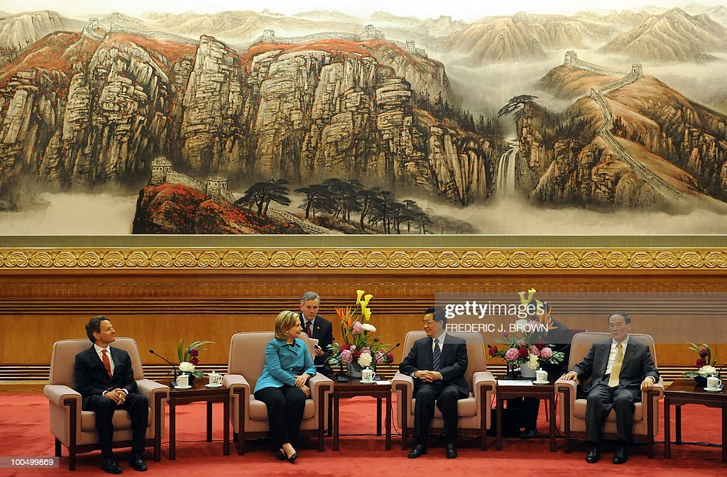 US Secretary of State Hillary Clinton (2nd L) and Treasury Secretary Timothy Geithner (L) meet with Chinese President Hu Jintao (2nd R) and Vice Premier Wang Qishan (R) at the Great Hall of the People in Beijing on May 25, 2010. The US and China signalled progress in their pivotal relationship at high-profile annual talks after months of tension, but no major breakthrough on fractious economic disputes. AFP PHOTO / Frederic J. BROWN / POOL