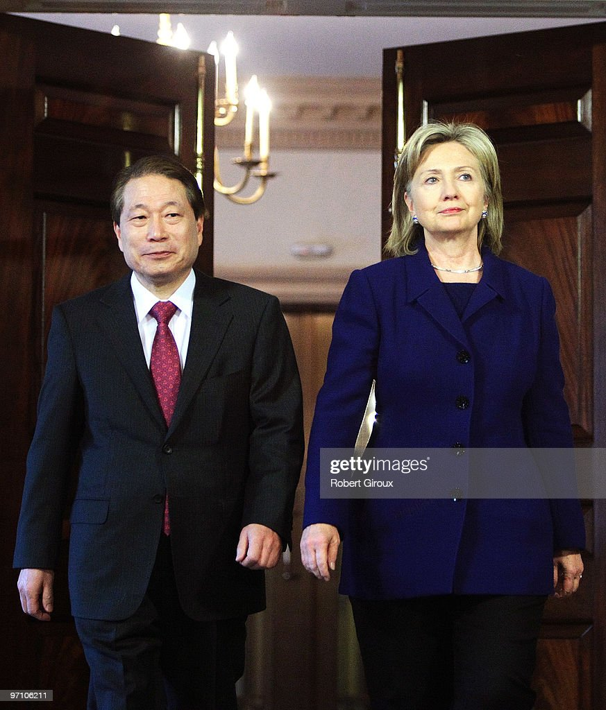 Clinton Meets With South Korean Foreign Minister