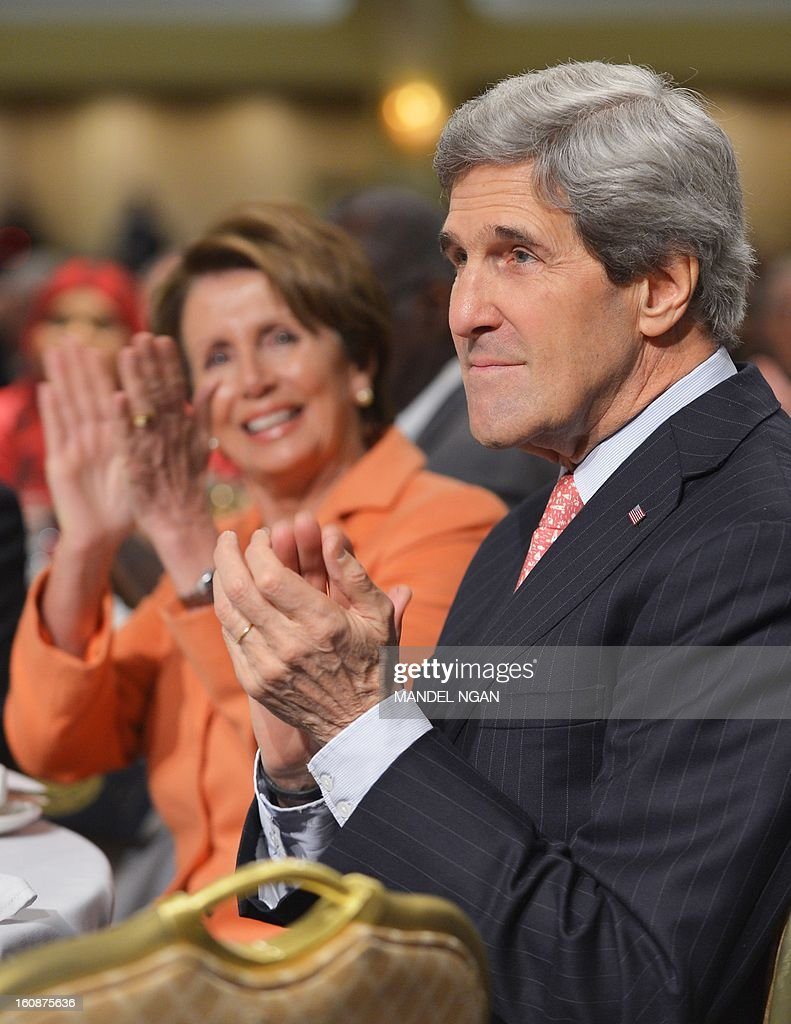 US Secretary of State John Kerry (R) and House Minority Leader Nancy Pelosi (L), D-CA, applaud during the National Prayer Breakfast on February 7, 2013 at a hotel in Washington, DC. AFP PHOTO/Mandel NGAN