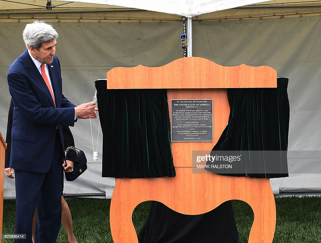 US Secretary of State John Kerry unveils a plaque during a dedication at the site of the future of the American War Memorial beside the National War Memorial in Wellington, New Zealand on November 13, 2016. Kerry is travelling to New Zealand, Oman, the United Arab Emirates, Morocco and will attend the APEC summit in Peru later in the month. / AFP /