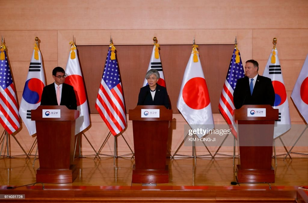 US Secretary of State Mike Pompeo (R), South Korea's Foreign Minister Kang Kyung-wha (C) and Japan's Foreign Minister Taro Kono (L) attend a joint news conference at the Foreign Ministry in Seoul on June 14, 2018. - North Korea's Kim Jong Un understands that denuclearisation must happen 'quickly', US Secretary of State Mike Pompeo said on June 14, warning there will be no sanctions relief for Pyongyang until the process is complete.