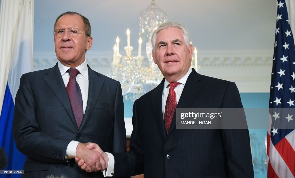 US Secretary of State Rex Tillerson shakes hands with Russian Foreign Minister Sergei Lavrov in the Treaty Room of the State Department in Washington, DC on May 10, 2017. / AFP PHOTO / Mandel Ngan