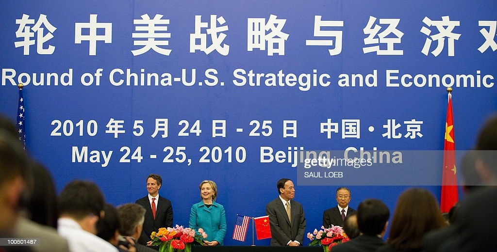 US Secretary of Treasury Timothy Geithner (L), US Secretary of State Hillary Clinton (2nd L), Chinese Vice-Premier Wang Qishan (2nd R) and Chinese State Councilor Dai Bingguo (R) stand during a signing ceremony at the conclusion of the Second Round of the US-China Strategic & Economic Dialogue in Beijing, May 25, 2010. US Secretary of State Hillary Clinton said two days of high-level Sino-US talks had been 'very productive' but admitted differences remained, especially on economic and trade issues. AFP PHOTO / POOL / Saul LOEB