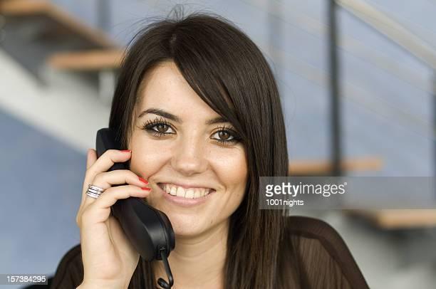 Secrétaire sur le téléphone
