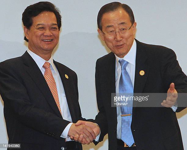 UN SecretaryGeneral Ban Kimoon gestures as he shakes hands with Prime Minister of Vietnam Nguyen Tan Dung during a bilateral meeting in Seoul on...
