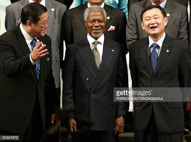 UN secretarygeneral Kofi Annan poses for photo next to Thai Prime Minister Thaksin Shinawatra and Thai Foreign Minister Surakiart Sathirathai during...
