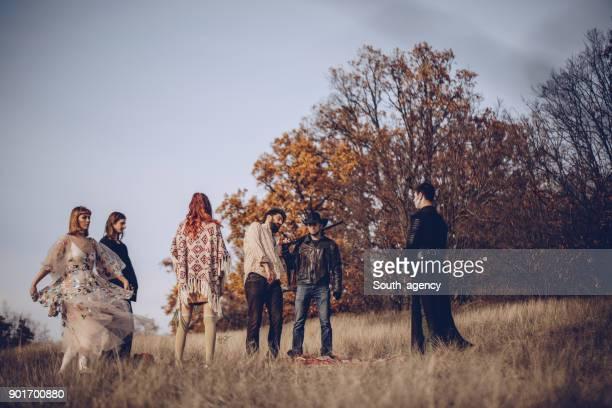 sect ceremony in nature - culto foto e immagini stock