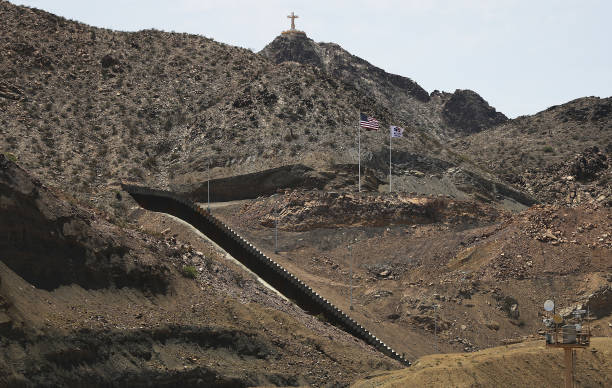 NM: Construction Continues On Privately-Funded Section Of Border Wall In New Mexico