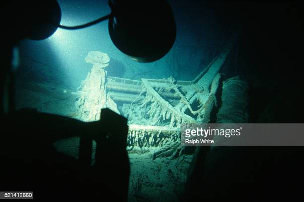 section of titanic shipwreck - titanic stock pictures, royalty-free photos & images