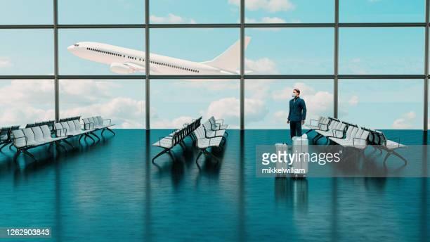 veilige zakenreis in luchthaven met passagier die gezichtsmasker draagt - opstijgen activiteit stockfoto's en -beelden