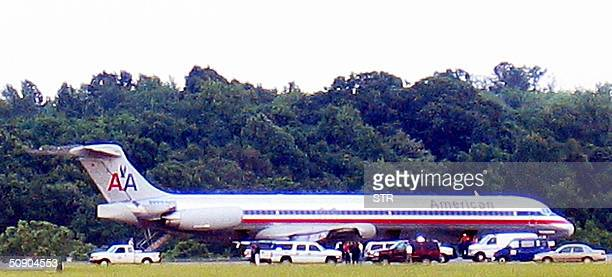 Security and airport officials checks an American Airlines jet after it made an emergency landing in Nashville Tennessee 27 May 2004 Flight 306 was...