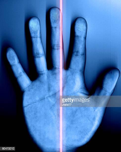 Violação da segurança-mão com Laser vermelha de