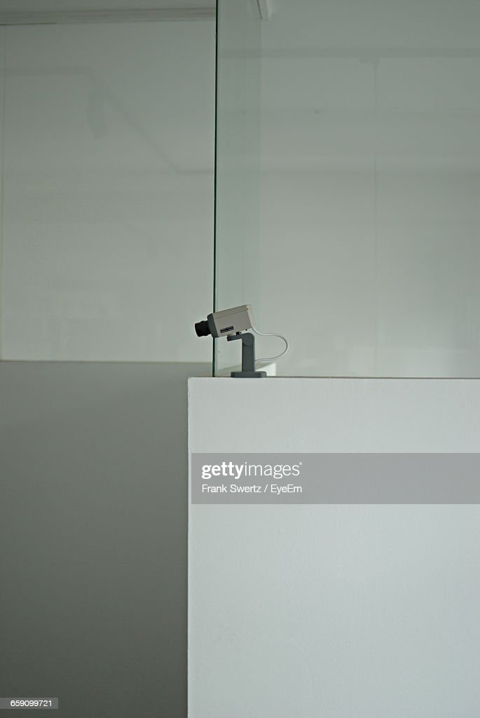 Security Camera Against Wall : Stock-Foto