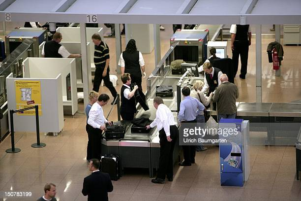 flight security checks Instructions of security check  civilian guns, such as compressed air guns,  shotguns, sport guns, anesthetic rifles 3 other types of firearms, such as prop.