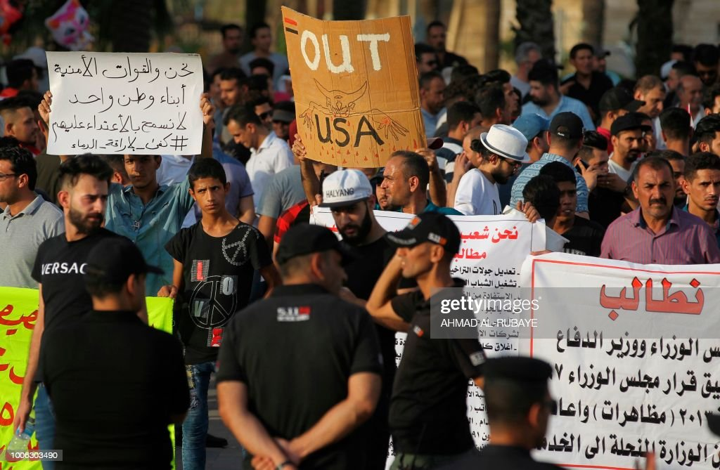 IRAQ-UNREST-DEMONSTRATION : News Photo