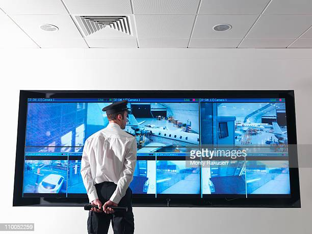 security guard in control room - 警備員 ストックフォトと画像