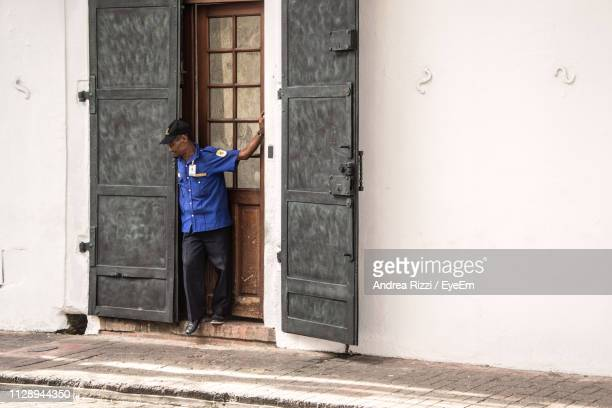 security guard standing at entrance - andrea rizzi stockfoto's en -beelden