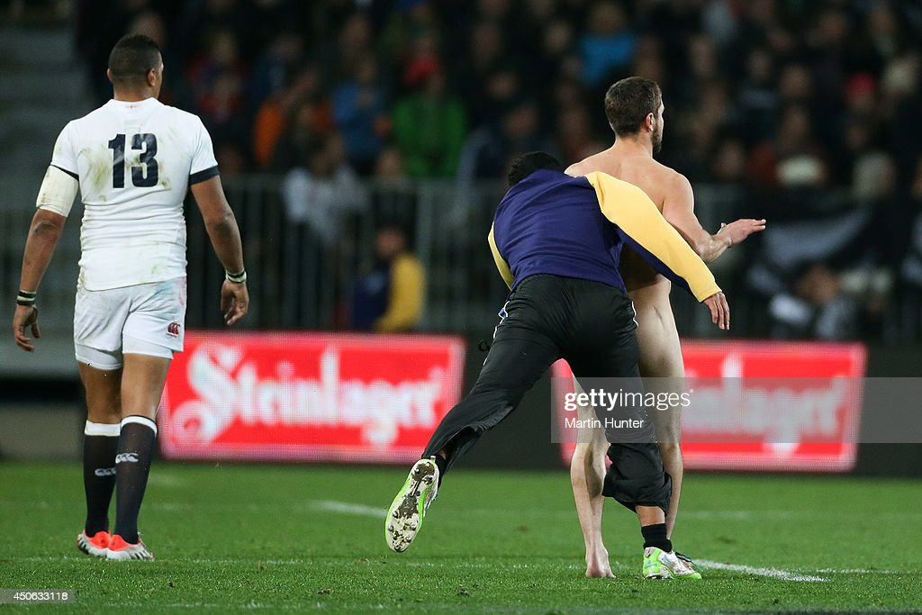 Streaker gets absolutely smashed in New Zealand v England