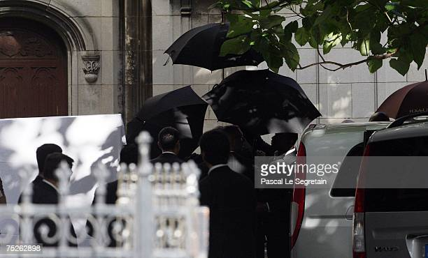 Security guards hold umbrellas to hide the bride from the press in Saint Germain L'Auxerrois church after Tony Parker and Eva Longoria's wedding on...