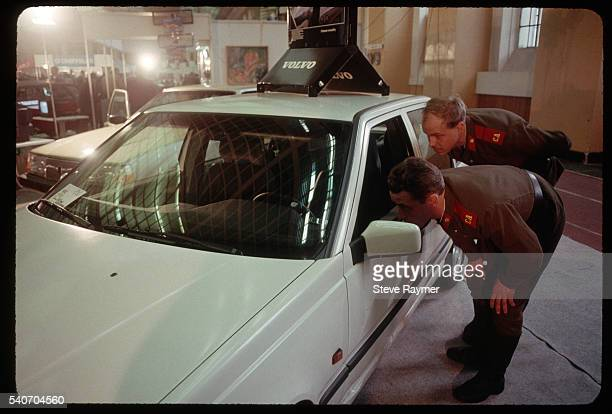 security guards looking at new volvo - volvo stock pictures, royalty-free photos & images