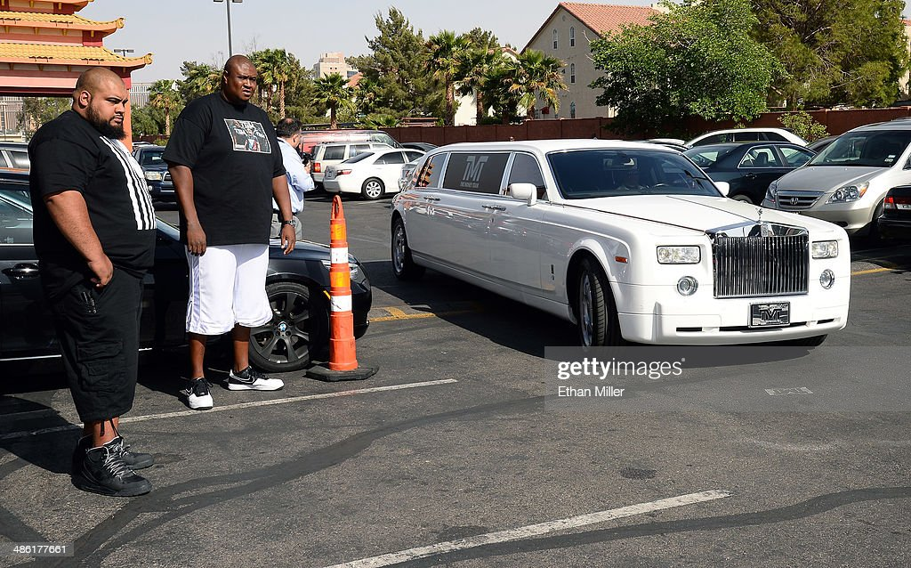 Security guards stand by as boxer Floyd Mayweather Jr. arrives at the Mayweather Boxing Club in a Rolls Royce limousine for a workout on April 22, 2014 in Las Vegas, Nevada. Mayweather will face Marcos Maidana in a 12-round world championship unification bout in Las Vegas on May 3.