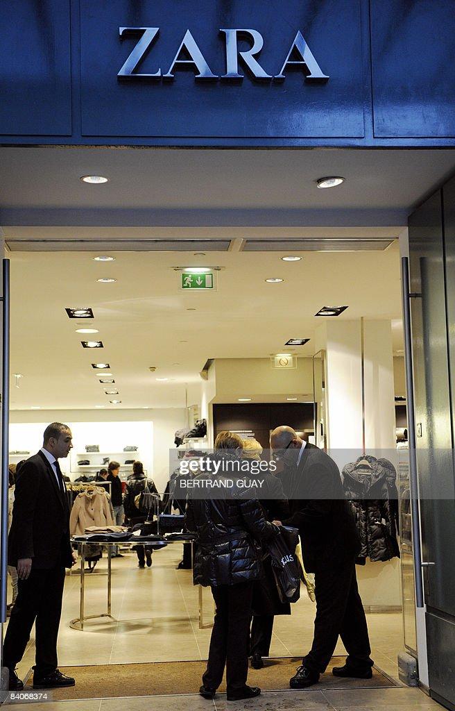 A security man checks the bags of a shop : News Photo