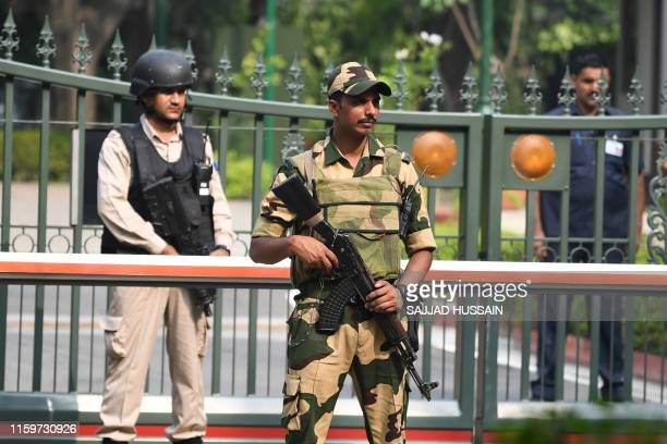 Security personnel stand guard at a gate of the Indian prime minister's house in New Delhi on August 5, 2019. - Authorities in Indian-administered...