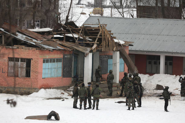IND: J&K: 4 Army Soldiers Injured In Grenade Attack By Militants In Kulgam