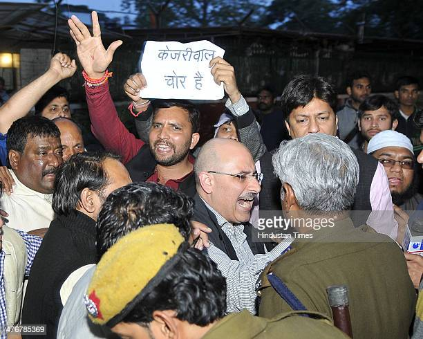 Security personnel talking with BJP leader Nalin Kohli and workers after the violent clash with AAP workers at BJP head office on Ashoka Road during...