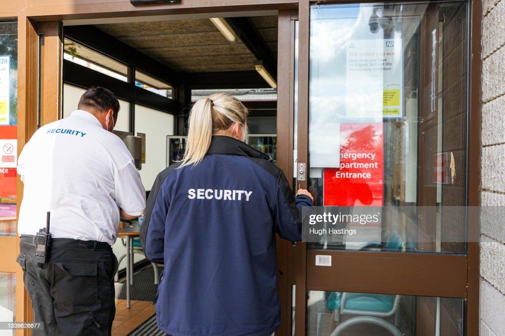 Cornish Hospital Trust Suspends Surgeries Due To Rising Covid Cases : ニュース写真