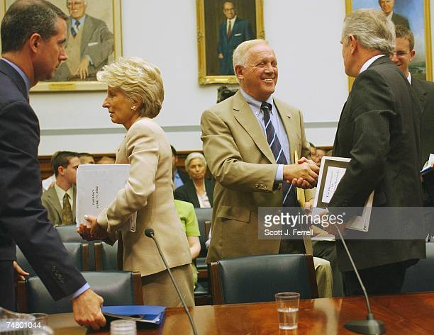 Former Sen. Warren Rudman, middle, co-chairman of the U.S. Commission on National Security/21st Century, shakes hands with Jim Gibbons, R-Nev., after...