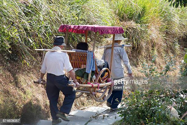 sedan chair - chinese sedan chair stock photos and pictures