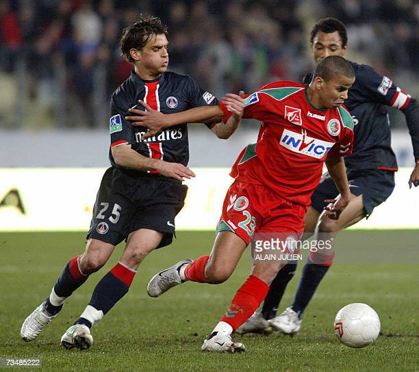 Sedan's Algerian forward Mansour Boutabout fights for the ball with Paris' French midfielder Jerome Rothen during their French L1 football match...