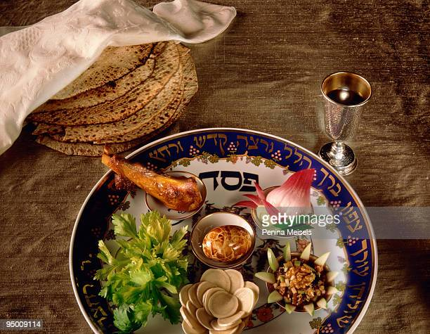 seder plate - matzah stock pictures, royalty-free photos & images