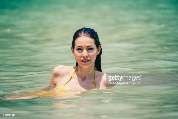 seductive woman wearing swimsuit in sea during summer - femme sensuelle photos et images de collection