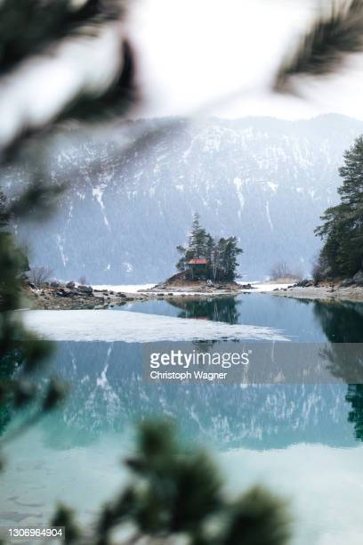 see mit spiegelung - bayern stock pictures, royalty-free photos & images