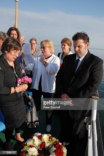 Seebestattung Peer Schmidt vor Insel Amrum Nordsee Seemannsgrab Urne Ehefrau Helga Schlack Tochter Petra Kluge Loni von Friedl Bestatter Thorsten...