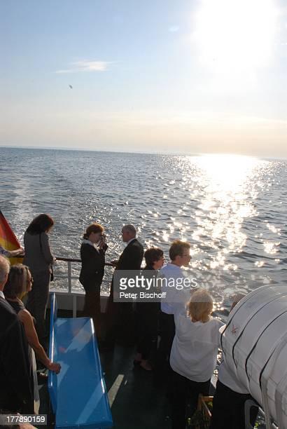 Seebestattung Peer Schmidt vor Insel Amrum Nordsee Seemannsgrab Urne Ehefrau Helga Schlack Schwiegersohn Prof Gustav Kluge Tochter Petra Kluge Enkel...