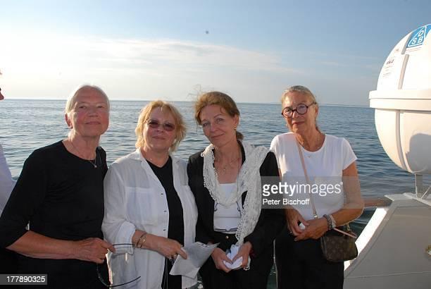 Seebestattung Peer Schmidt vor Insel Amrum Nordsee Seemannsgrab Urne Ehefrau Helga Schlack Loni von Friedl Barbara Bärbel Prey Anne Zettermeier MS...