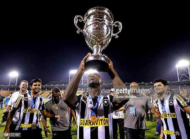 Seedorf of Botafogo celebrates after winning the Rio State Championship 2013 at Raulino de Oliveira Stadium on May 05, 2013 in Volta Redonda, Brazil.