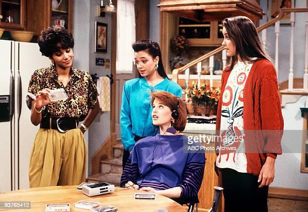 DOLLS 'Seeing is Believing' 10/21/89 Halle Berry Leah Remini Deborah Tucker Alison Elliott