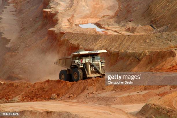 CONTENT] Seen here fully loaded climbing out of the Ray Mine near Kearny Arizona The Liebherr T 282B is a dieselelectric AC powertrain haul truck...
